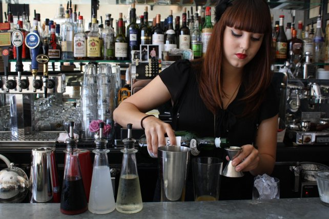 how to become a female bartender